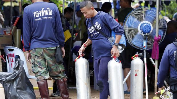 «Se necesitan más de 20 botellas de aire por cada rescate»