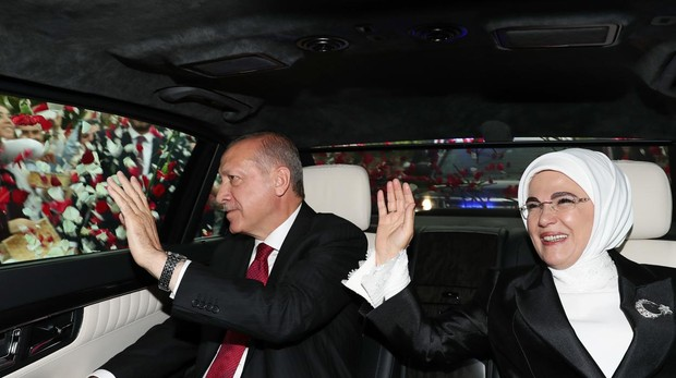 Erdogan, investido presidente de Turquía con plenos poderes ejecutivos