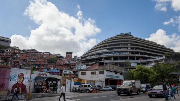 Más de un centenar de presos tienen «total control» de El Helicoide de Caracas en un segundo motín