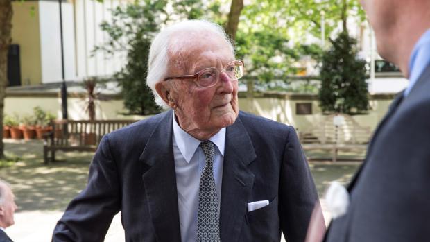 Muere el último miembro del Gobierno de Winston Chruchill, Peter Carrington