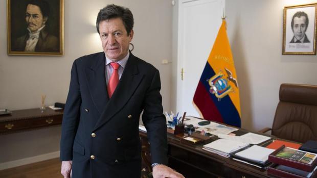 El embajador de Ecuador en España: «Quiero pensar que Rafael Correa no tiene responsabilidad penal»