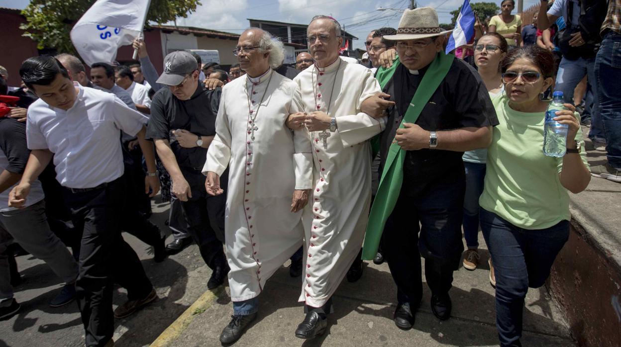 La Iglesia seguirá mediando en Nicaragua tras el ataque de turbas orteguistas a obispos