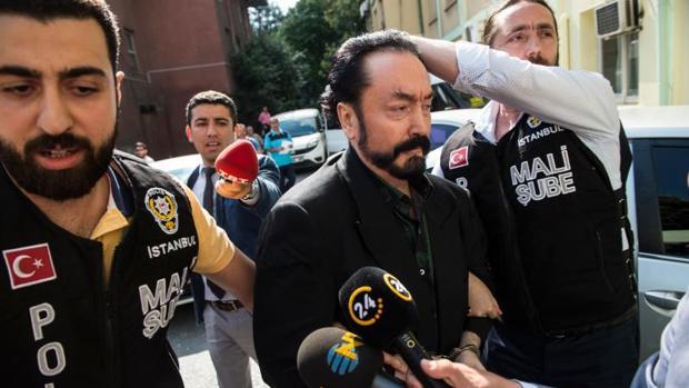 El telepredicador Adnan Oktar, detenido esta mañana en Estambul
