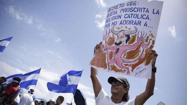 Al menos cuatro policías y un civil muerto durante una protesta en Nicaragua