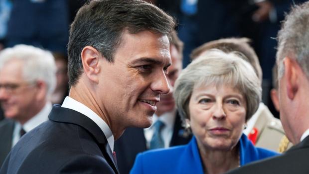 Sánchez asume «la hoja de ruta» de Cospedal para elevar el gasto en defensa hasta el 1,53% del PIB