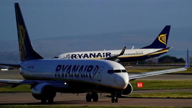 Imagen de un avión de Ryanair en el aeropuerto de Manchester