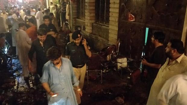 Suben a 149 los muertos en atentado contra mitin electoral en Pakistán