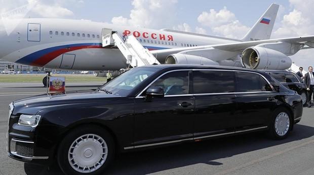 Putin llega tres cuartos de hora tarde y se lleva al extranjero su nueva limusina
