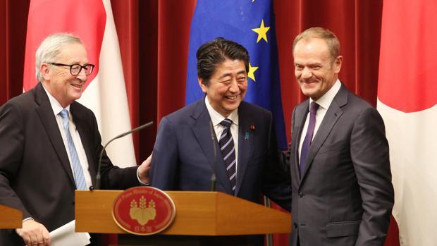 La UE firma su mayor tratado de libre comercio con Japón