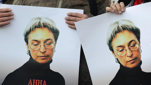 Anna Politkóvskaya, fue asesinada en el portal de su casa el 7 de octubre de 2006