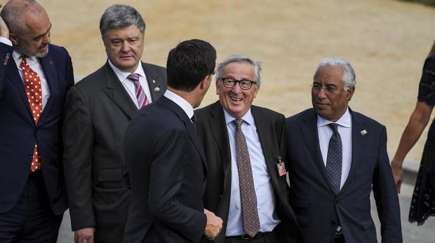 Juncker confirma que sus problemas de movilidad se debían a la ciática y pide respeto