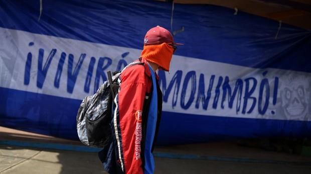 Un paramilitar en las calles de Monimbo, Nicaragua