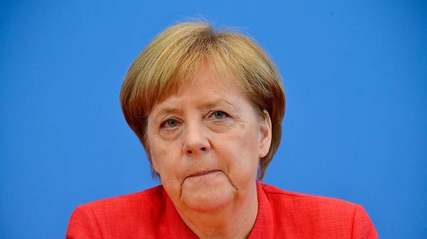 Merkel marca una línea roja a Seehofer