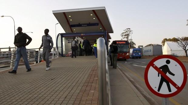 Las carreteras de Sudáfrica se están convirtiendo en un baño de sangre por las disputas entre taxistas