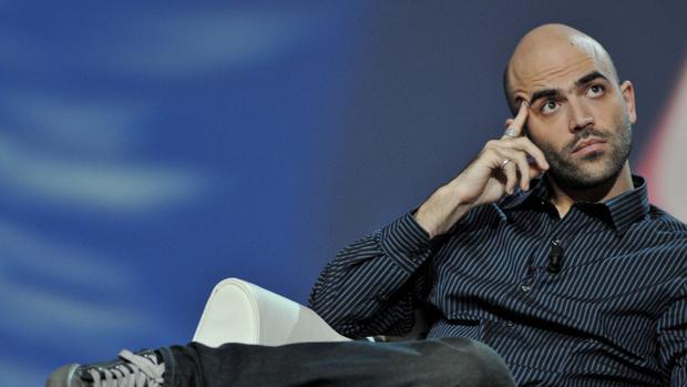 Saviano pide que «se rompa el silencio contra la mentira» del Gobierno italiano