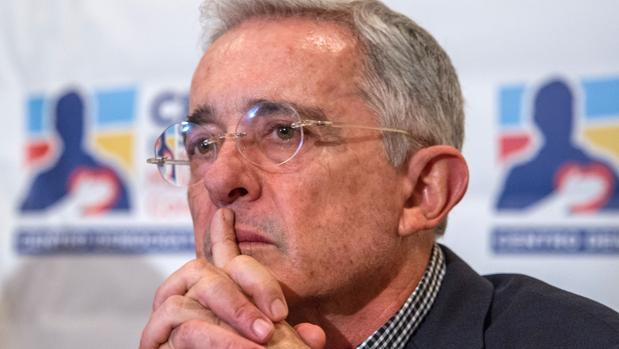 Álvaro Uribe renuncia a su escaño en el Senado de Colom bia tras ser citado por la Corte Suprema