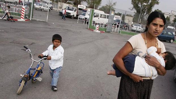 Tensión en Roma por el desalojo de 150 personas de un campamento gitano