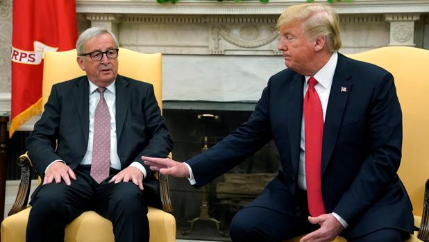 Juncker y Trump firman un acuerdo de intenciones que enfría la guerra comercial