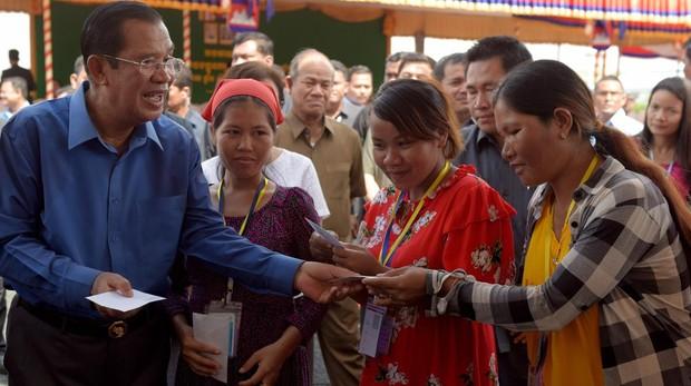 Unos comicios en entredicho mantienen en el cargo a Hun Sen