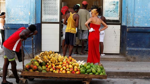 Los cubanos, sin cambios a la vista tras los cien primeros días de gobierno de Díaz-Canel