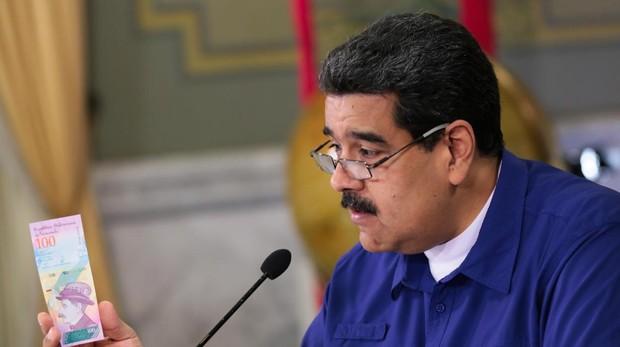 Maduro exige el «carnet de la patria» para obtener gasolina