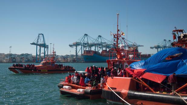 La ONG Open Arms denuncia que Italia viola la ley al devolver a los inmigrantes a Libia