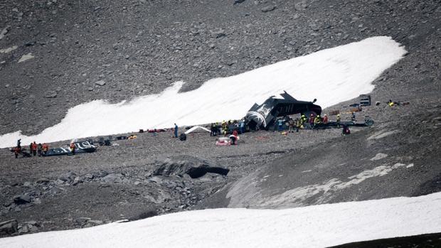 Resultado de imagen para Mueren 20 personas al estrellarse un avión militar antiguo en Suiza