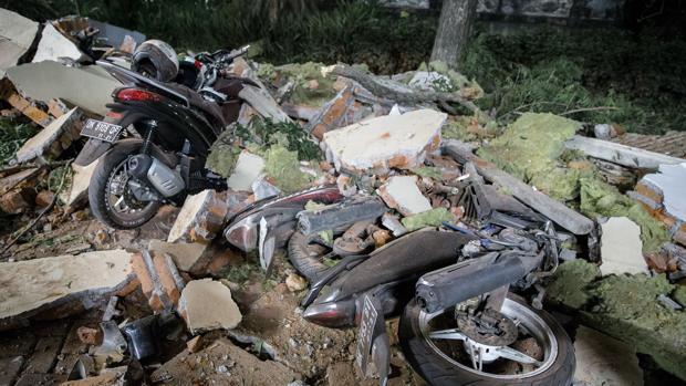Al menos 37 muertos por el terremoto y posterior tsunami en Indonesia