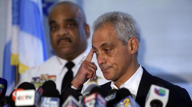 El alcalde de Chicago junto al jefe de la Policía en la rueda de prensa