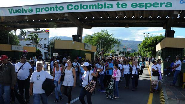Ecuador recibe a 4.200 venezolanos diarios por la crisis