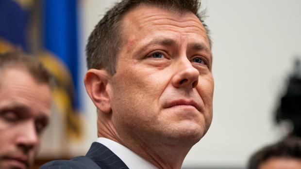Despiden a un agente del FBI que investigaba la trama rusa por criticar a Trump por SMS