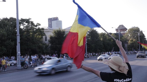 Nuevas protestas contra el Gobierno rumano, que denuncia un golpe
