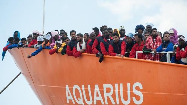 Migrantes a bordo del barco Aquarius