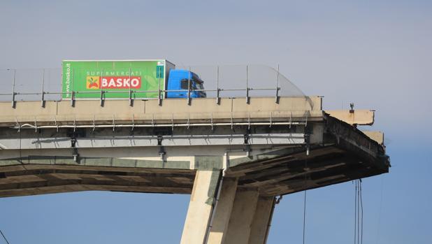 Puente se derrumbó en autopista de Génova (Italia)