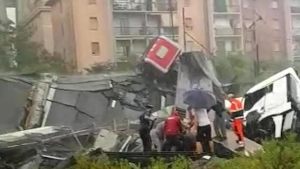 Al menos 29 muertos al desplomarse el puente de una autopista en Génova