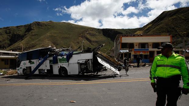 Un accidente de autobús deja 24 muertos y 22 heridos en Ecuador