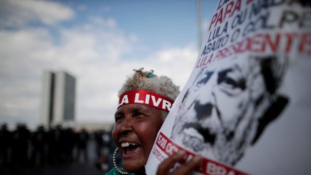 Lula desafía a la Justicia presentándose como candidato a la presidencia de Brasil