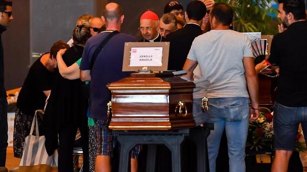 Familiares de las víctimas del puente genovés no quieren funeral de Estado