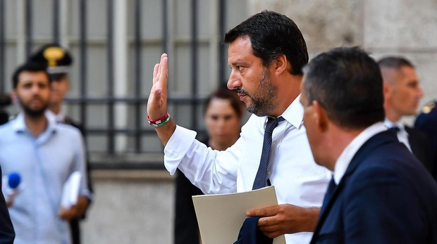 Salvini pide la intervención de la UE o Italia llevará a un barco con 177 inmigrantes a Libia