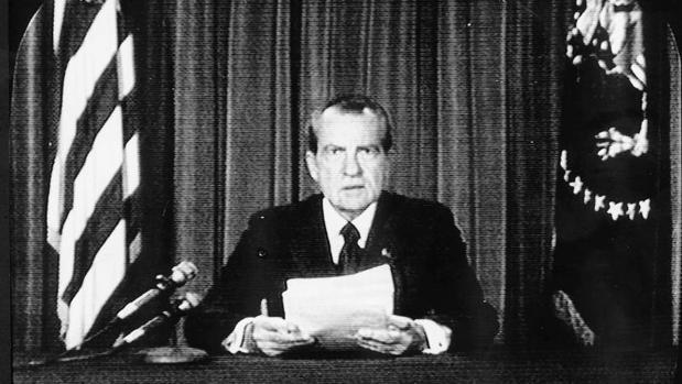 Richard Nixon anuncia su dimisión como presidente de los Estados Unidos