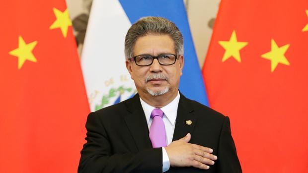 El Salvador rompe relaciones diplomáticas con Taiwán y las establece con China