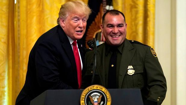 Trump presume de un agente de fronteras hispano: «Habla un inglés perfecto»