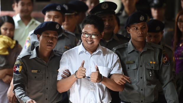El periodista Wa Lone, a su llegada ayer al tribunal, donde fue condenado a siete años de cárcel