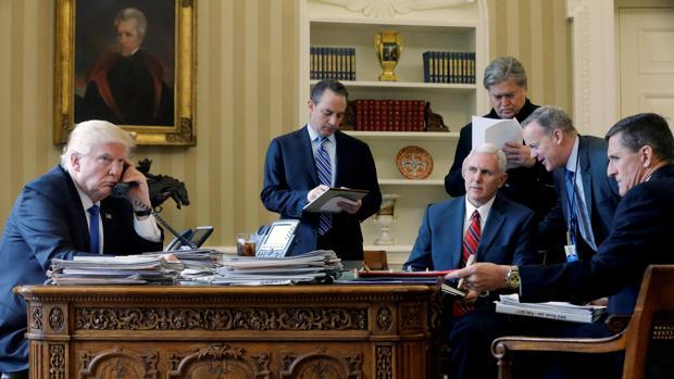 El gabinete de Trump barajó la posibilidad de apartar al presidente del poder, según un alto funcionario