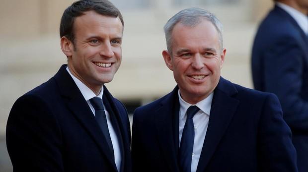 Macron elige «comodines» para su pequeño cambio de Gobierno