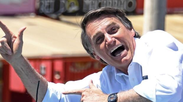 Bolsonaro, el candidato brasileño acusado de homófobo y racista que defiende que los niños usen armas