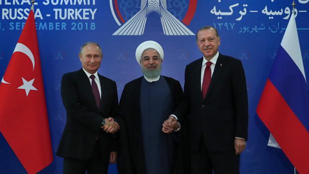 Los mandatarios de Rusia, Irán y Turquía, durante su reunión en Teherán para hablar sobre Siria