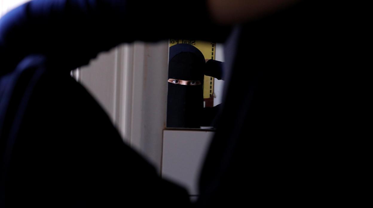Detenido un hombre en Arabia Saudí por desayunar con su compañera de trabajo
