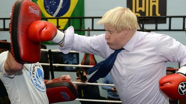 Los «tories» del Brexit duro intentan apartar a Theresa May