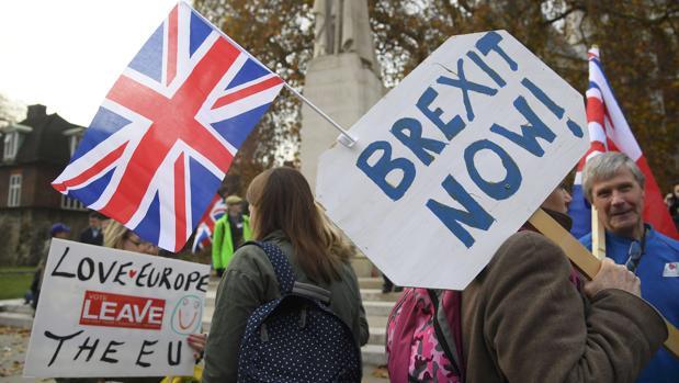 Los británicos no podrán conducir en Europa sin un carné internacional en un Brexit sin acuerdo